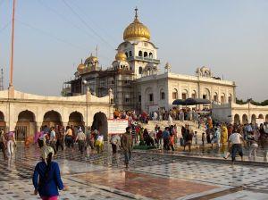1024px-Bangla_Sahib_New_Delhi