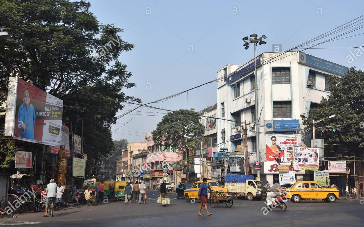 bagbazar-street-and-bt-road-junction-in-kolkata-india-rgcfc7.jpg